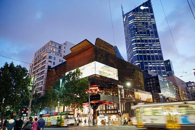 Melbourne Central là trung tâm thương mại lớn và hiện đại