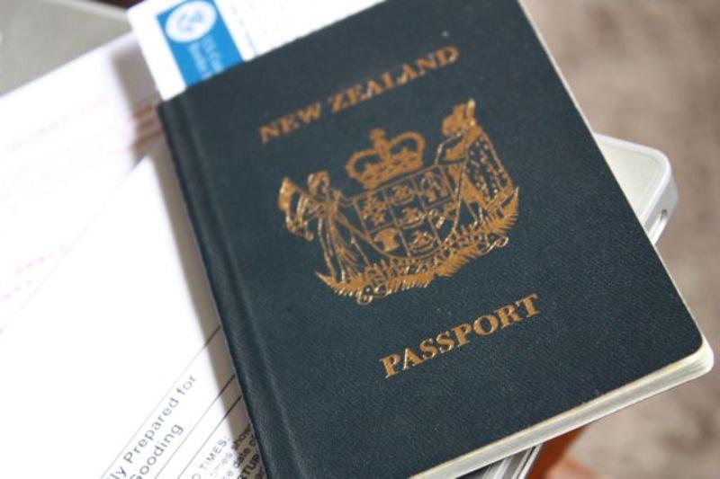 Việc gia hạn thị thực sẽ được xác nhận qua địa chỉ email bởi Cục Di trú New Zealand