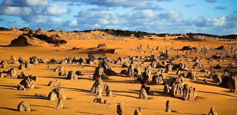 Vườn quốc gia Nambung là quê hương của những danh lam thắng cảnh của Úc
