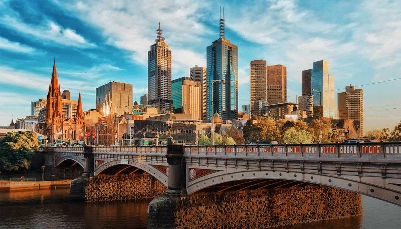 Melbourne nằm tại khu vực Đông Nam nước Úc có một ngôi trường thành lập từ năm 2010, chuyên về ngôn ngữ là Discover English