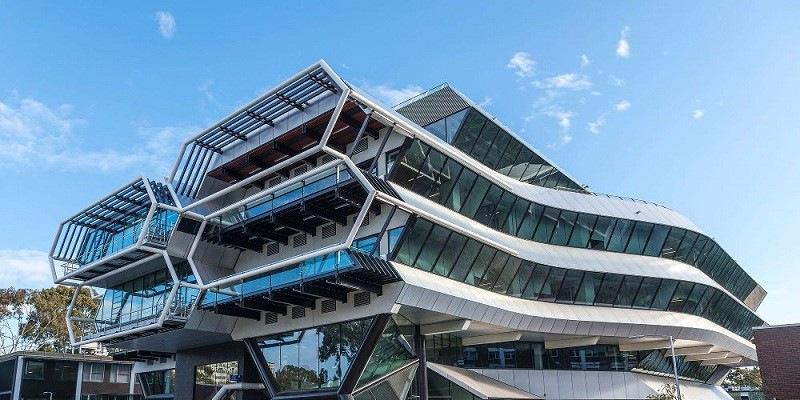 Đại học Monash nằm trong 03 trường đại học danh tiếng có tên trong top 50 trường đại học hàng đầu trên thế giới