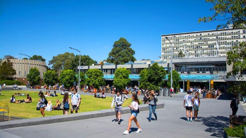 Đa dạng học bổng của Monash University
