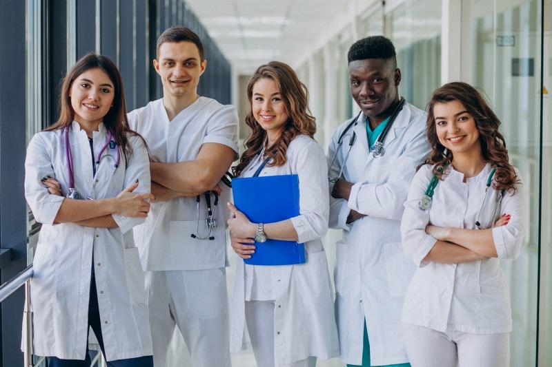 Những ngành học liên quan tới sức khỏe con người thường có chi phí cao và thời gian học dài hơn so với ngành học khác