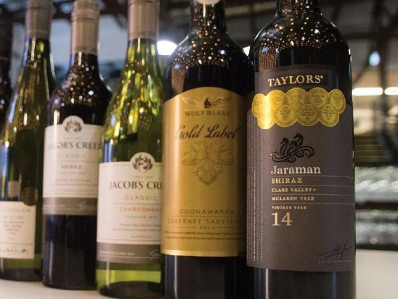 Trên khắp đất nước Úc có tới trên 60 vùng sản xuất rượu với 100 loại nho đa dạng về mùi vị