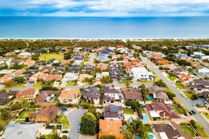 Nước Úc sở hữu mật độ dân số thấp và thực tế có nhiều vùng đất không có người ở
