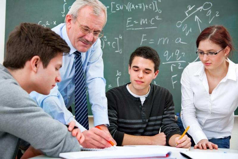 Đứng lớp là đội ngũ giảng viên giàu kinh nghiệm và trình độ cao.
