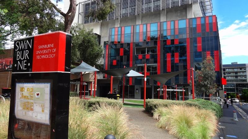 Đại học Công nghệ Swinburne được lên đại học vào năm 1992 và đã được quốc tế vinh danh là một trong những trường đại học trẻ nhất thế giới