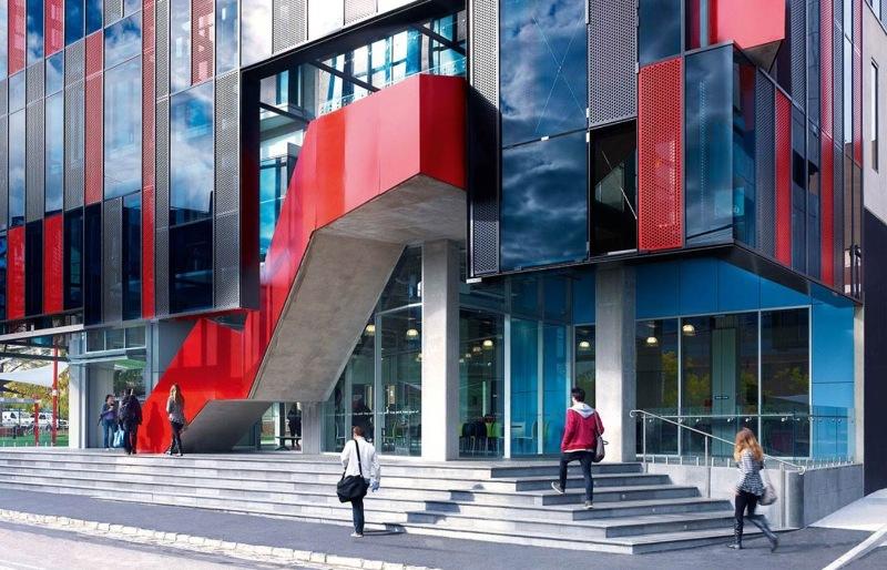 Đại học Công nghệ Swinburne đã chuyển phần lớn những lớp học tại trường sang hình thức học trực tuyến do dịch covid