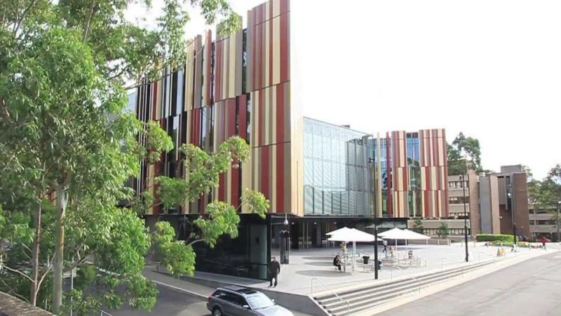 Sydney Institute of Business and Technology (SIBT) là trường cao đẳng chuyển tiếp chuyên biệt có trụ sở nằm giữa trung tâm thủ đô của nước Úc