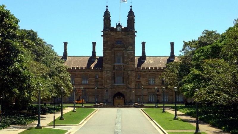 Có rất nhiều chương trình học bổng cũng như những khoản vay đã được thiết kế riêng cho sinh viên quốc tế theo học ở Đại học Sydney