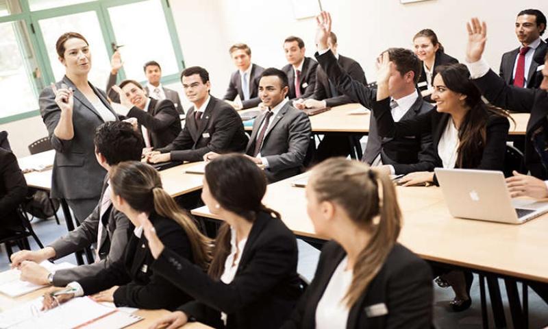 Ngành quản lý được chia làm nhiều chuyên ngành đào tạo nhỏ.