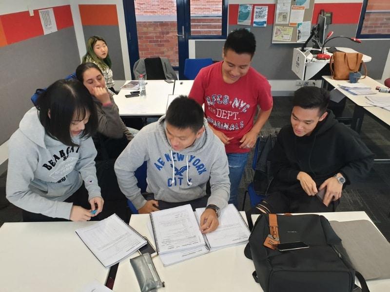 Chính phủ Úc còn chủ động làm việc với nhiều trường đại học để đưa ra những giải pháp giúp đỡ du học sinh
