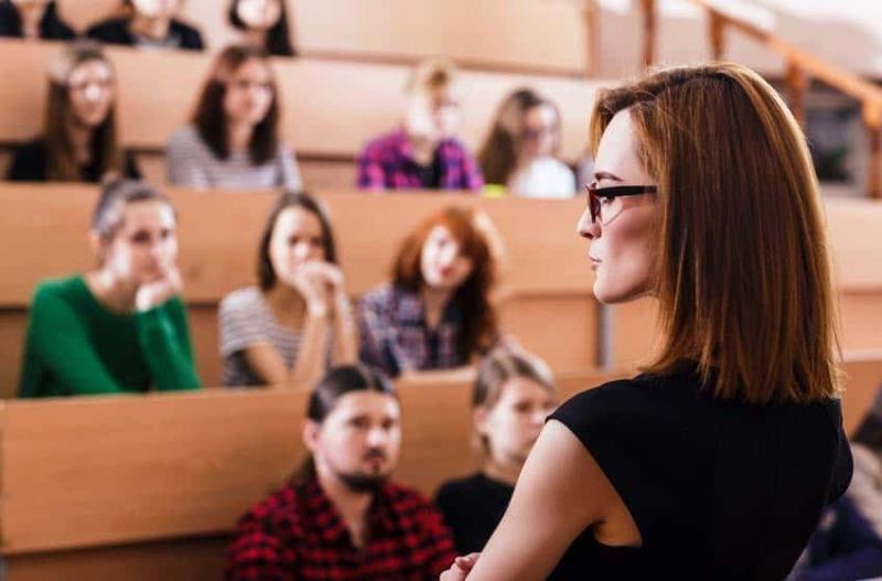 Đội ngũ giảng viên kiến thức uyên bác, trình độ sư phạm cao.