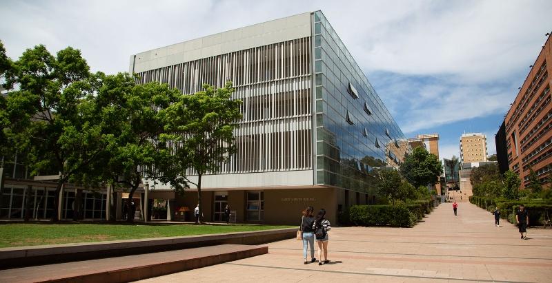 UNSW Foundation Studies cung cấp các khóa học nền tảng để hỗ trợ sinh viên đáp ứng các yêu cầu nhập học đại học và chuẩn bị vào đại học.
