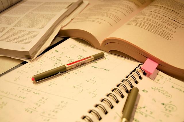 Chi phí sách và tài liệu học tập